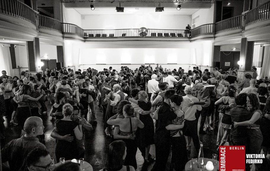 EMBRACE-2018-5-Ballhaus-Rixdorf-Foto-Viktoria-Fedirko--913x580